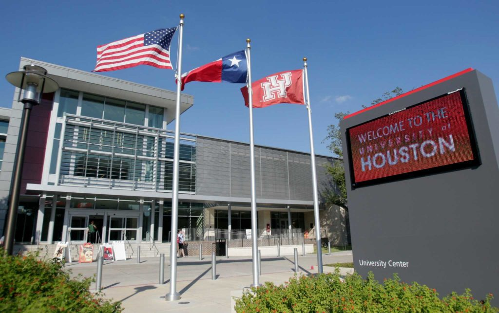 University of Houston Downtown offers free tuition to low-income freshmen