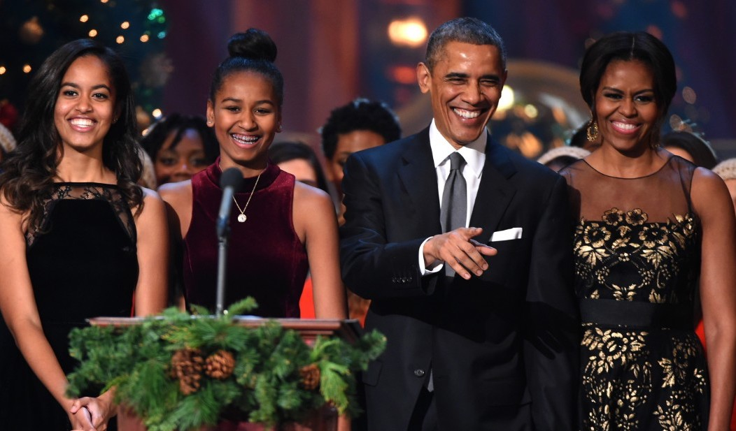 The Obama\'s slayed in last Christmas card in the White House ...