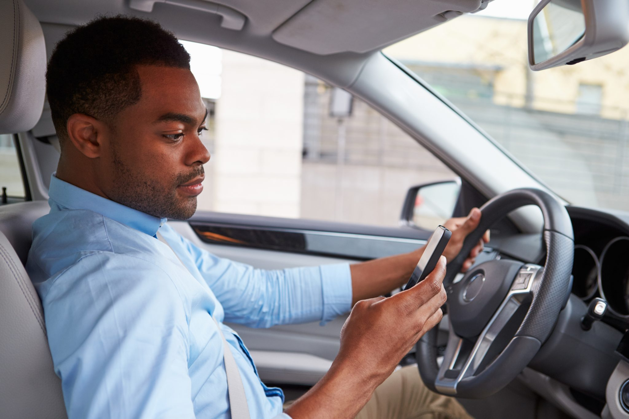 Texas governor signs statewide ban on texting while driving