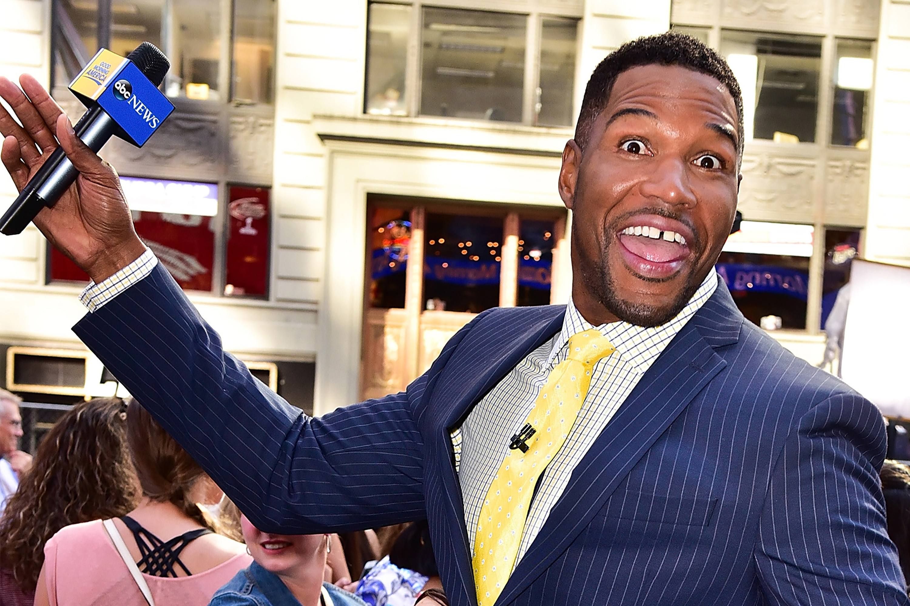 Michael Strahan Absent From Gma After Losing Part Of Finger In