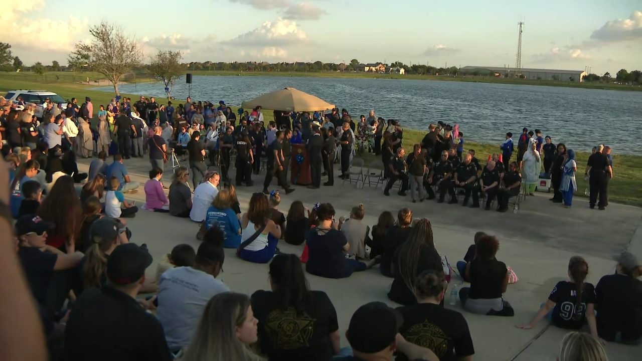 Hundreds gather at vigil to mourn Deputy Sandeep Dhaliwal